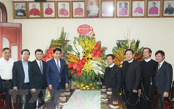 Hanoi leader extends Christmas greetings to local Catholics